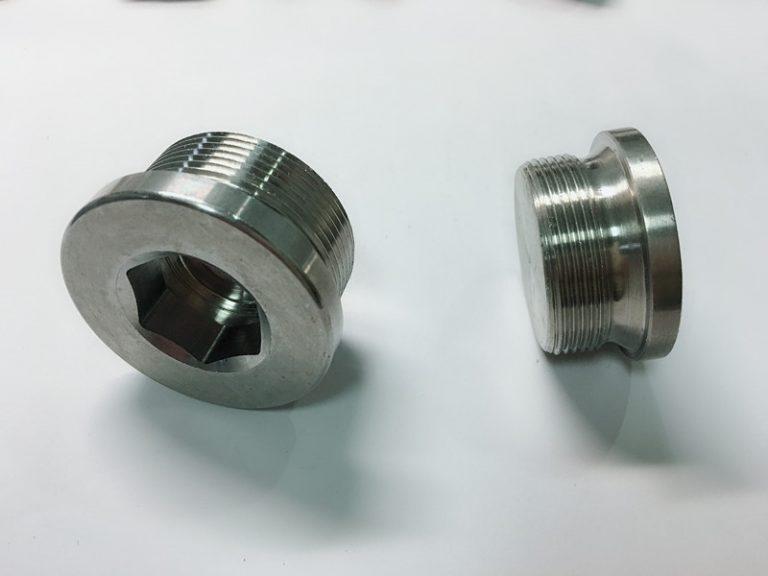 specialtillverkade rostbult i rostfritt stål med ss nyckelring